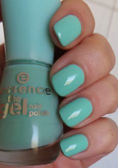 essence the gel nail polish – 40 play with my mint