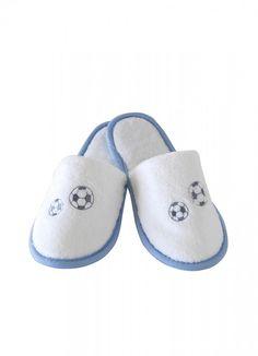 Detské papučky FOOTBALLER z jemnej froté bavlny, zdobené výšivkou futbalovej lopty. Pre chlapcov od 2 až 10 rokov.