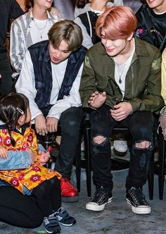 jaehyun smiling at the kid affectionately when they did hi-touch! Jung Jaewon, Jaehyun Nct, Cover Songs, Kpop Boy, Taeyong, Nct Dream, K Idols, Nct 127, Korean Actors