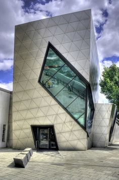 London Metropolitan University, London, England; designed by Daniel Libeskind;  photo:  Wojtek Gurak