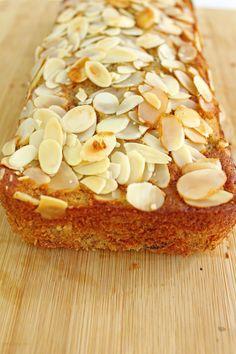 American Banana Almond Bread   http://maya-kitchenette.com/american-banana-almond-bread/