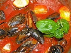 Miesmuscheln in pikanter, italienischer Tomaten-Knoblauchsauce, ein raffiniertes Rezept aus der Kategorie Kochen. Bewertungen: 16. Durchschnitt: Ø 4,2.