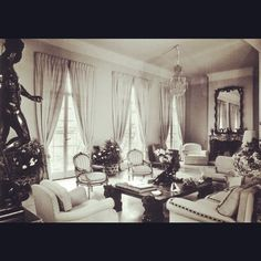 """The Drawing Room of La Fiorentina, as decorated by Roderick """"Rory"""" Cameron. Note its relative simplicity when compared to the more well known, later version by Billy Baldwin for the Harding Lawrences"""