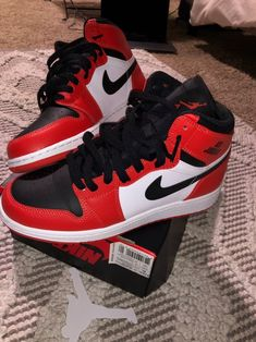 Brand new with box Jordan Shoes Girls, Air Jordan Shoes, Girls Shoes, Sneakers Fashion, Sneakers Nike, Hype Shoes, Fresh Shoes, Jordan 1 Retro High, Shoe Game