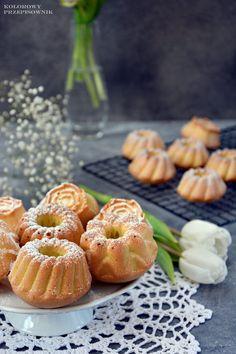 Babeczki śmietankowe dokoszyczka No Bake Desserts, Dessert Recipes, Finger Food, Us Foods, Donuts, Food To Make, Tart, Deserts, Cooking Recipes
