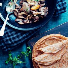 Chestnut Crepes with Creamy Mushrooms Recipes. Creamy Mushrooms, Stuffed Mushrooms, Stuffed Peppers, Garlic Mushrooms, Gluten Free Flour, Gluten Free Cooking, Dairy Free, Waffles, Pancakes