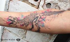 Watercolor skeleton by Ricardo da Maia.