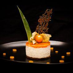 Dessert mousse passion - Maud Nicar, chef à domicile sur Poitiers http://www.invite1chef.com/fr/chef-a-domicile/poitiers.html