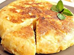 Recipe Tortilla de patatas con cebolla by learn to make this recipe easily in your kitchen machine and discover other Thermomix recipes in Verduras y hortalizas. Mediterranean Diet Breakfast, Mediterranean Diet Recipes, Mediterranean Dishes, Breakfast And Brunch, Brunch Recipes, Breakfast Recipes, Spanish Omelette, Bulgarian Recipes, Tortilla Chips