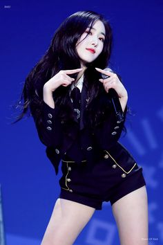 HD kpop pictures and gifs. Sinb Gfriend, Gfriend Sowon, Stage Outfits, Kpop Outfits, G Friend, Foto Pose, Poses, Petite Women, Soyeon