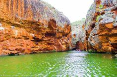 O Cânion do Xingó é considerado um dos maiores cânions do mundo, com 65 quilômetros de extensão, os paredões rochosos com mais de 170 metros de profundidade e largura variável entre 50 e 300 metros.  Veja nosso Roteiro de 3, 5 e 7 dias pelo Velho Chico: http://goo.gl/eRdWuZ