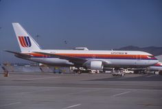 united airlines 767 | File:United Airlines Boeing 767-222; N607UA, October 1983 (4992528343 ...