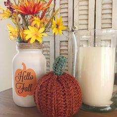Excellent mason jar hacks are offered on our internet site. Check it out and you wont be sorry you did. Wine Bottle Crafts, Mason Jar Crafts, Mason Jar Diy, Chalk Paint Mason Jars, Painted Mason Jars, Diy Home Decor Projects, Diy Projects To Try, Mason Jar Flowers, Mason Jar Lighting
