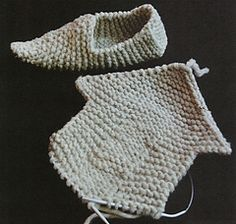 Ravelry: Knitted Clogs (aka Fune Feet) pattern by Elizabeth Zimmermann Elf Slippers, Knitted Slippers, Knitted Booties, Knitting Projects, Crochet Projects, Sewing Projects, Knitting Tutorials, Crochet Shoes, Crochet Yarn