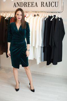 andreea raicu showroom rochie catifea verde