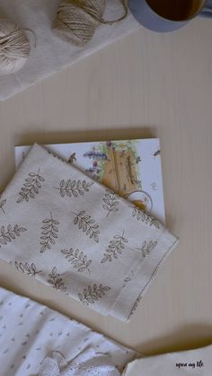 Tie Zero Waste Gift Towel - It is not that easy to pack gifts sustainably and stylishly. The DIY gift wrap with the Furoshiki t - Presents For Boyfriend, Boyfriend Gifts, Furoshiki, Diy For Teens, Diy Videos, Zero Waste, Diy Art, Diy Gifts, Birthday Gifts