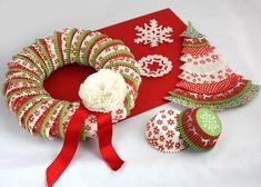 Vianočné dekorácie z košíčkov na muffiny, Tvorenie z papiera, fotopostup - Artmama.sk