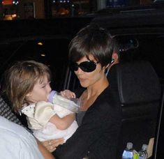 Katie Holmes Pixie Cuts | http://www.short-haircut.com/katie-holmes-pixie-cuts.html
