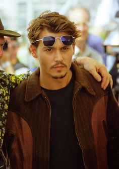Cannes icon: Johnny Depp in 18 photos - Pins Young Johnny Depp, Johnny Depp Cry Baby, John Waters, Jhoni Deep, Chris Hemsworth, Hugh Jackman, Johnny Depp Hairstyle, Channing Tatum, Garrett Clayton