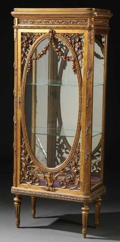 662: LOUIS XVI STYLE CARVED GILT WOOD VITRINE, C. 1900 : Lot 662