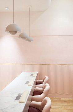 California Nails is a new nail salon in Barangaroo, Sydney. Designed by Tom Mark Henry, it is a soft, feminine and dreamy design inspired by vintage. Nail Salon Design, Nail Salon Decor, Beauty Salon Decor, Beauty Salon Interior, Beauty Salon Design, Salon Interior Design, Interior Design Magazine, Beauty Bar, Salons Decor