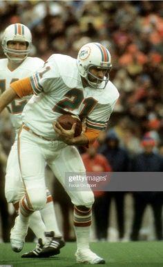 Nfl Football Players, Football Helmets, 1972 Miami Dolphins, Football Conference, School Football, Vintage Football, Running Back, National Football League, American Football