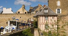 Visite-vanne-petit-train #tourisme #campingcar Camping 3, Excursion, Belle Photo, Monuments, Train, House Styles, Circuit, France, Dolphins