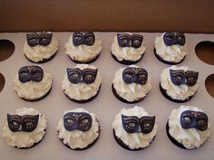 Mossy's masterpiece - purple masquerade cupcakes photo by Mossy's Masterpiece cake/cupcake designs Masquerade Cupcakes, Masquerade Ball Party, Sweet 16 Masquerade, Masquerade Theme, Fairy Birthday Party, Birthday Parties, Masquerade Wedding Invitations, 50 Shades Party, Cupcake Toppers