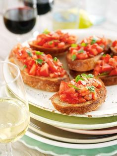 bruschetta-med-tomat Bruschetta Recept, Tapas, Appetizer Recipes, Appetizers, Dinner With Friends, Recipes From Heaven, I Love Food, Summer Recipes, Food To Make