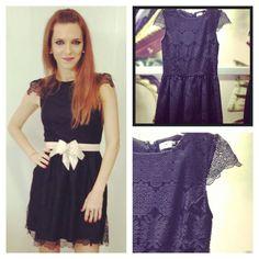Micaela Llosa, diseñadora de la colaboración de  La Intendencia para 15.50 con vestido negro. Ya en tiendas!!
