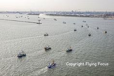 Vissersprotest bij de 'Hoek' 27 augustus 2016 met hun trawlers varen ze de Nieuwe Waterweg op bij Hoek van Holland om te protesteren tegen de wetgeving  http://koopvaardij.blogspot.nl/2016/08/vissersprotest-bij-de-hoek.html