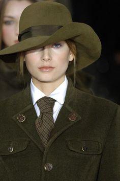 このスタイルに釣り合う格好をして秘密警察ごっこを神宮外苑あたりでやりたい。#秋冬ファッション #RalphLauren Wide tie:
