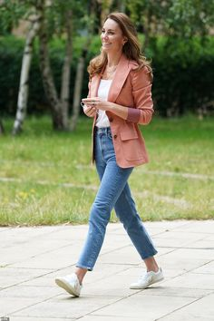 Style Kate Middleton, Kate Middleton Dress, Princess Kate Middleton, Princess Diana, Duchess Kate, Duchess Of Cambridge, Meghan Markle, Veja Trainers, Autumn