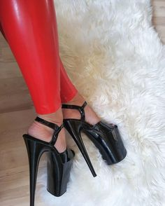 If the footprint reveals your entire foot, then you are stated to have a flat arch or a low arch. With this arch type; the inner side of the foot is not well supported. Extreme High Heels, Very High Heels, Hot High Heels, Platform High Heels, Sexy Heels, High Heels Stilettos, High Heel Boots, Womens High Heels, Stiletto Heels
