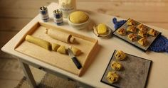 Puinen leivonta-alusta on kätevä leivontapuuhissa. Jauhot pysyvät alustan päällä ja se on helppo puhdistaa leipomisen jälkeen. Nykyään on ...