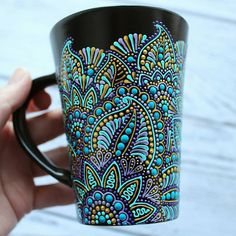 ZenDoodle style - incredible art cup by Natalie Krjukova I like it so much 💙💙💙 Glass Painting Designs, Pottery Painting Designs, Dot Art Painting, Mandala Painting, Ceramic Painting, Mandala Dots, Mandala Design, Bottle Painting, Bottle Art