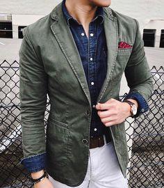 How to wear: olive cotton blazer, navy denim shirt, white chinos, red polka dot pocket square Blazer Outfits Men, Blazer Fashion, Fashion Outfits, Style Gentleman, Der Gentleman, Look Fashion, Mens Fashion, Fashion News, Fashion Trends