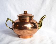 Vintage copper teapot with brass handle and spout. Object Photography, Photoshop Photography, Still Life Photography, Still Life Pencil Shading, Still Life Pictures, How To Shade, Teapots Unique, Mini Paintings, Still Life Art