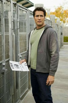 Un amour de chien : Photo Victor Webster Victor Webster, Gorgeous Men, Dog Love, Lust, Hot Guys, Handsome, Funny Things, Board, Funny Stuff