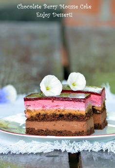 Chocolate cake and berries Russian Cakes, Cake Recipes, Dessert Recipes, Sweets Cake, Mousse Cake, Something Sweet, Mini Cakes, Cake Cookies, No Bake Cake