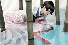 Vogue Korea asked renowned fashion photographer Kim Kyoungsoo to realize a series of fashion portraits that would (re-actualize) the traditionnal Korean costum (Hanbok), he also decided to realize his series Full Moon Story. Vogue Korea, Korean Hanbok, Korean Dress, Editorial Photography, Fashion Photography, Korean Artist, Traditional Dresses, Editorial Fashion, Korean Fashion