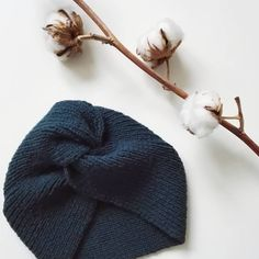 on premier tricot fini ! Bonnet Crochet, Crochet Yarn, Knitting Yarn, Knitted Headband, Knitted Hats, Marie Claire, Tricot Baby, Retro Stil, Knitting Projects