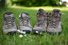 Wondering what to pack for your trip to Vietnam? This ultimate Vietnam packing list will help you. After traveling all over Vietnam for 2 months we know. Best Hiking Boots, Hiking Boots Women, Trail Running Shoes, Hiking Shoes, Running Tips, Trekking, Grands Lacs, Mountaineering Boots, Boot Camp Workout