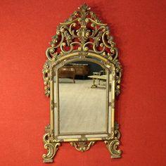 1350€ Italian lacquered, gilded and painted mirror of the 20th century. #antiques #antiquariato #furniture #mirror #arredamento #decoration #decorative #specchiera #specchio Visit our website www.parino.it