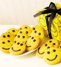 Smiley Faces. happy cookies. cute present idea