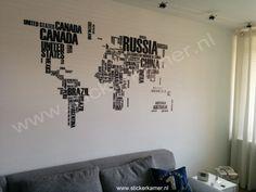Muursticker wereld kaart in letters. Leuke opvulling voor op de muur. http://www.stickerkamer.nl/a-36497899/slaapkamer/muursticker-wereldkaart-in-letters/