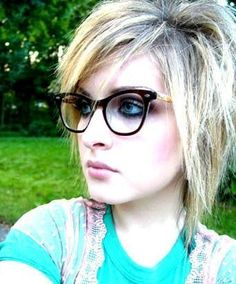 Razored haircuts are extremely popular among scene fans whether you emo funky hairstyle solutioingenieria Image collections