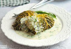 Gołąbki inaczej – zawijane w kapustę włoską z sosem koperkowym. PRZEPIS Wok, Curry, Foods, Food Food, Curries, Food Items