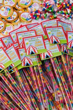 Tubitos de Chicle personalizados ideales para cumpleaños. Disponibles con el tema de su preferencia.