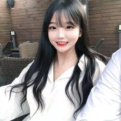 Pretty Asian Girl, Cute Korean Girl, Pretty Girls, Uzzlang Girl, Grunge Girl, Girl Pictures, Ulzzang, Beautiful People, Short Hair Styles